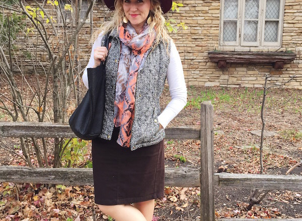 cozy-fall-vest-scarf-outfit10